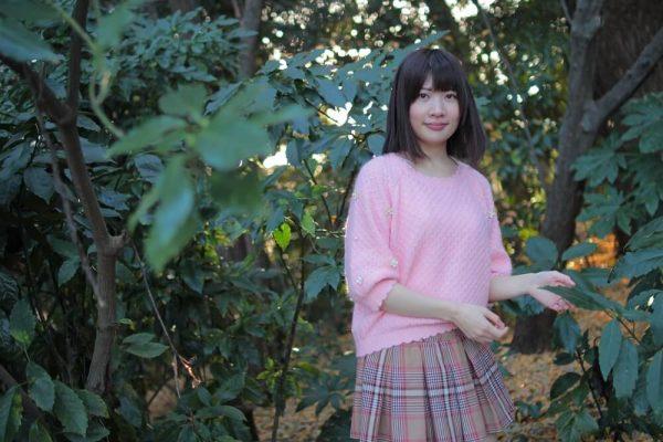 高町咲衣 IoT女子さき 緑が多い場所で撮影 電子基板も一緒に