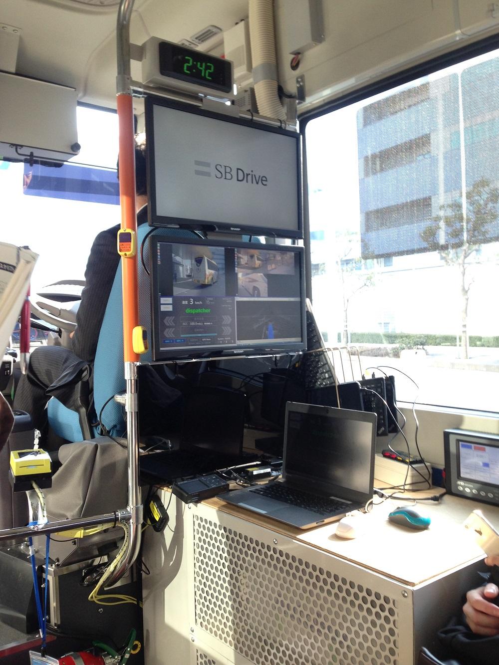 バス車内モニター