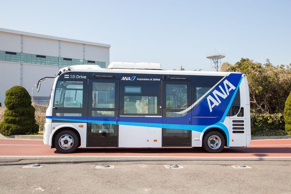SBドライブ ANA ソフトバンク自動運転バスの側面