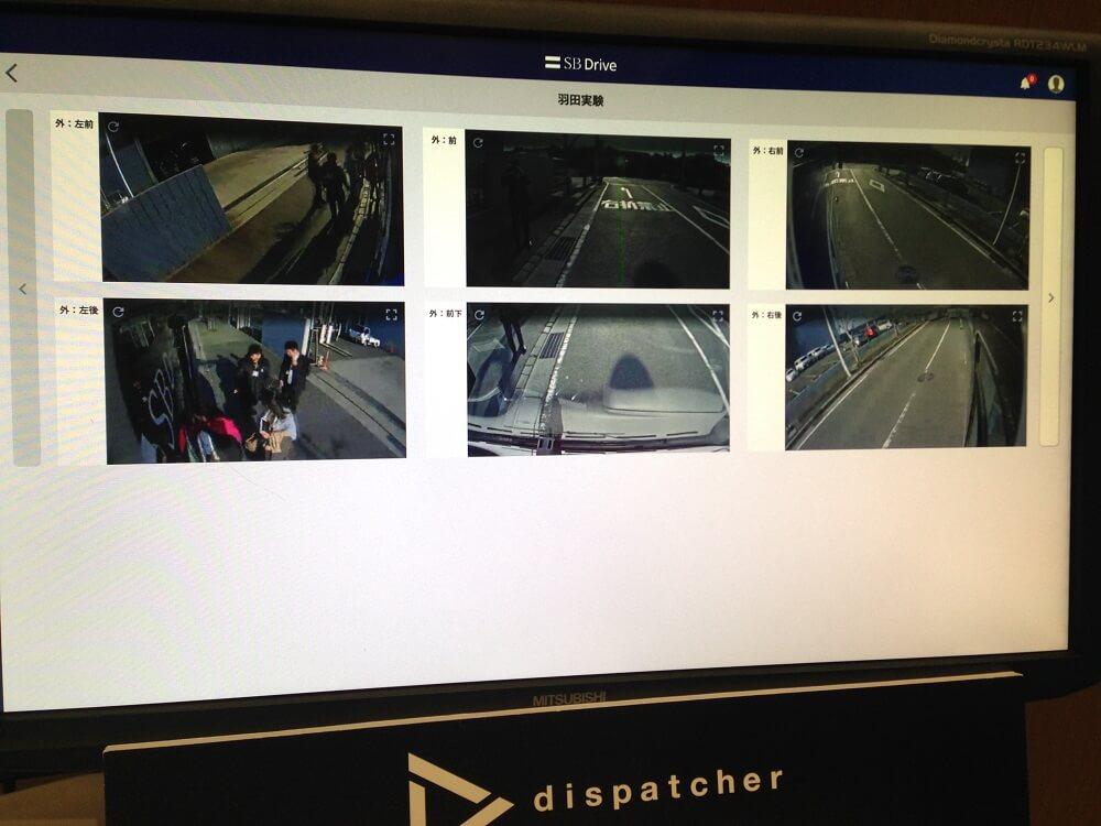 バスから見える映像の映ったモニター